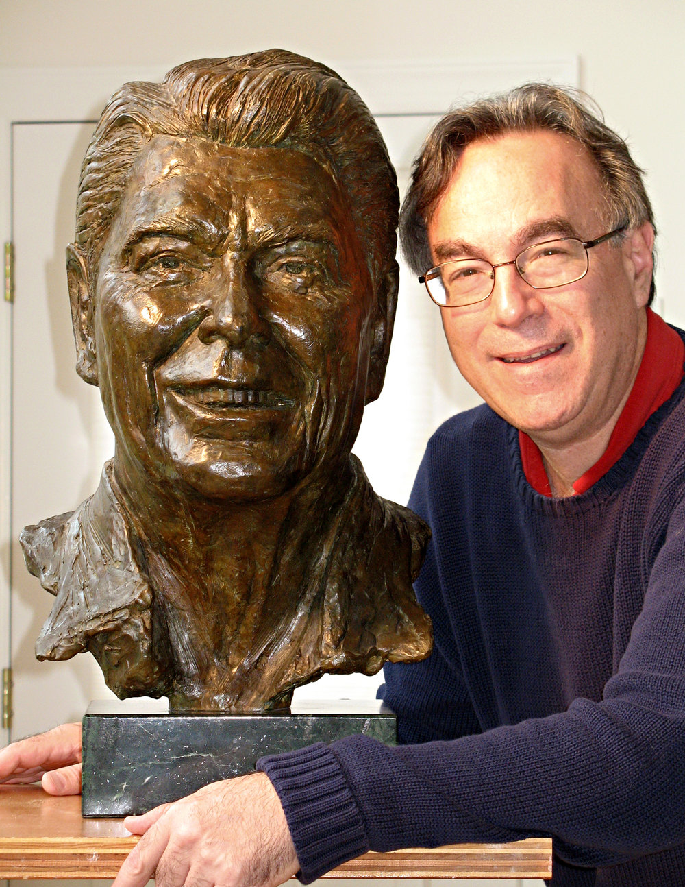 Reagan with sculptor.jpg