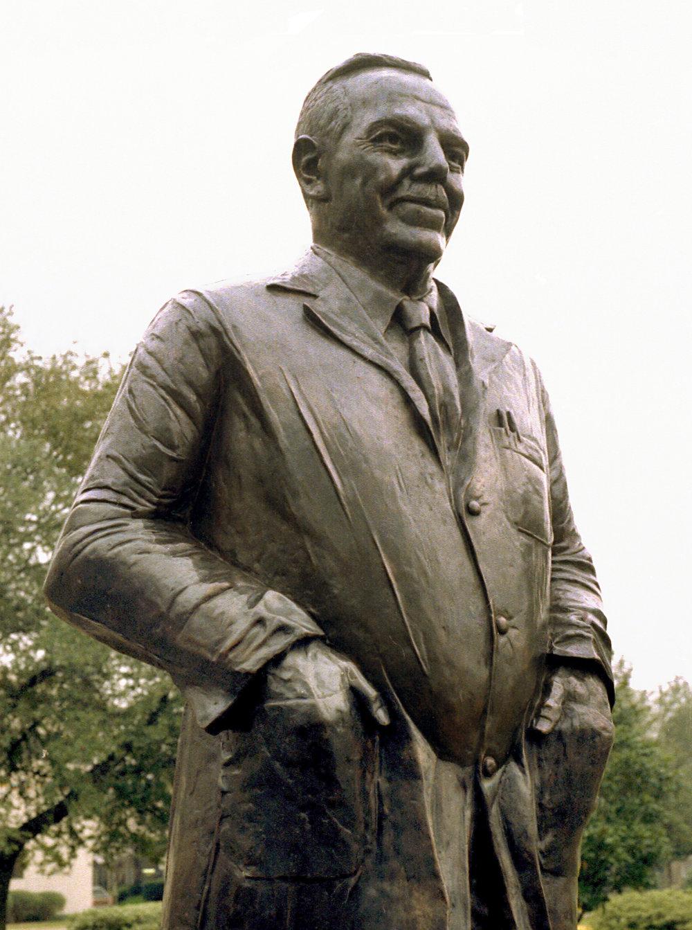 Alton Ochsner Statue