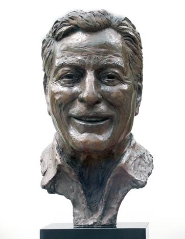 Tony Bennett bust, Bronze © Marc Mellon 2003