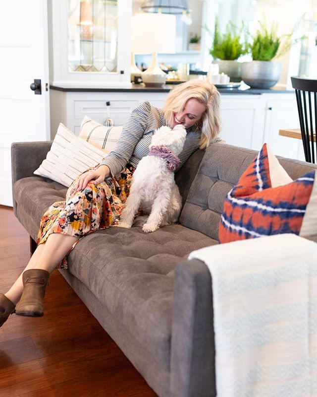Happy Friday!!!! Even Lucy is celebrating #internationalwomensday ❤️!!! Kiss those you love to celebrate even if it's your pup🐶❤️#thesearethedaysoflucy . . . . . . .{photo by @elsekerkmann} #myanthropologie #dwell #inmydomaine #apartmenttherapy #howyouhome #ggathome #myoklstyle #abmhappylife #interiorinspirations #livingroomideas #myeclectichome #designmilk #colorfullhome #darlinghome #showemyourstyled #glitterguide #sunsetmag #bhghome #interiorsstyled