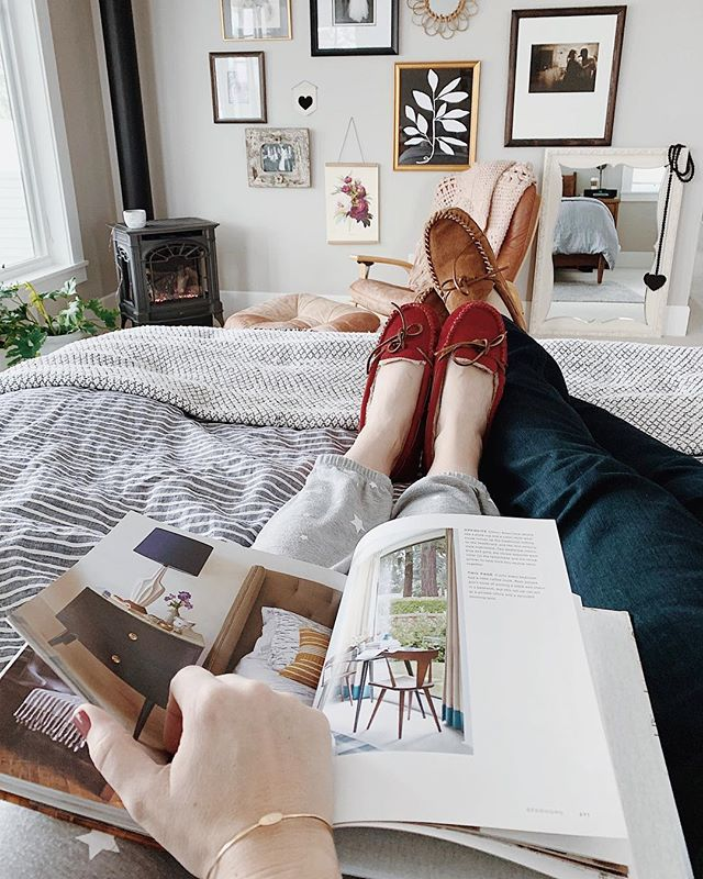 """I had a mushy caption for this, but then all I can say is """"I need a tan."""" The end. 🤣🙈 . . . . . #hunkerhome #betterhomesandgardens #smploves #mypinterest #myoklstyle #Ltkhome #gofinding #sodomino #housebeautiful #myscoutandnimble #mytradehome #ehdweekendmakeover #lonnyliving #mysmphome #hunkerhygge #homewithrue #lcdotcomloves #howihaven #mytradehome #theeverygirlathome #interiordecor #modernboho"""