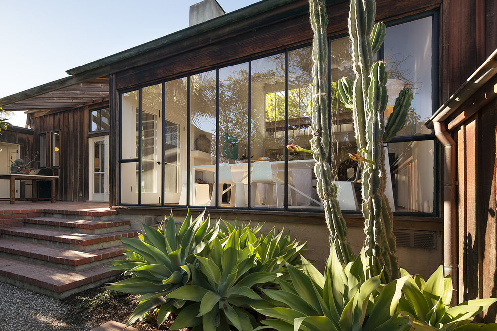 250 Toro Canyon Road Carpinteria, California   Architect Robert Garland created a home in Northern California's Sea Ranch community spirit.    Offered at     $2,656,500     SOLD