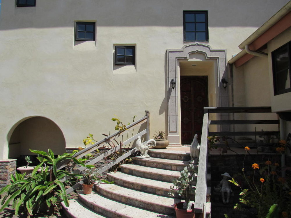 161_El_Sueno_Road_staircase.jpg