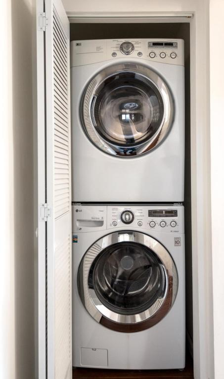 910_NorthNopalStreet_laundry.jpg