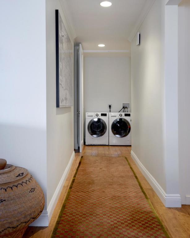 1220_CoastVillageRd_208_Laundry.jpg