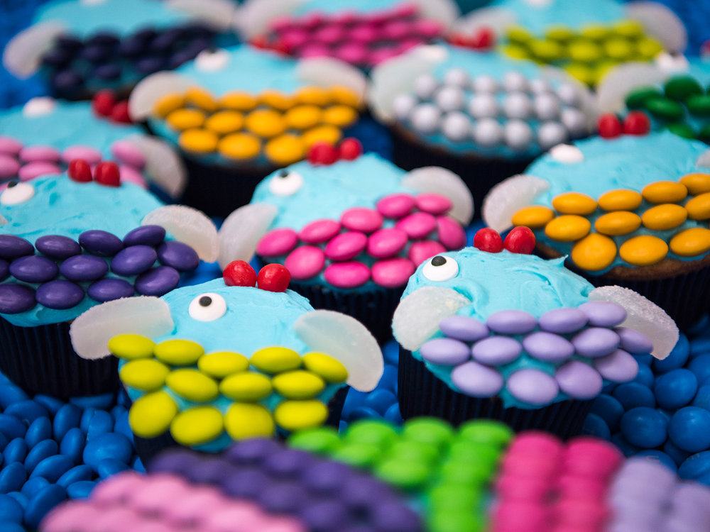 Deborah_Farnault_Food_Network_How-To-Win-Summer-School-of-Fish-Cupcake-Cake-4x3-0467.jpg