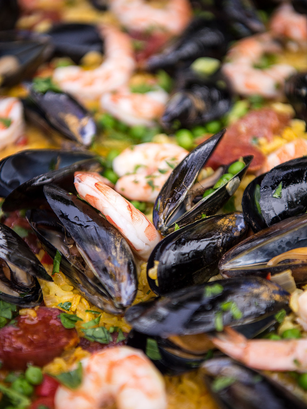 Deborah_Farnault_Food_Network_How-To-Win-Summer-Grilled-Sheet-Pan-Paella-3x4-0282.jpg