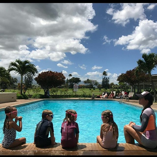 Pre swim pep talk with coach jenn Summer schedule announced friday! #mauicountryclub #mauigroms #swimlessons #swimmaui