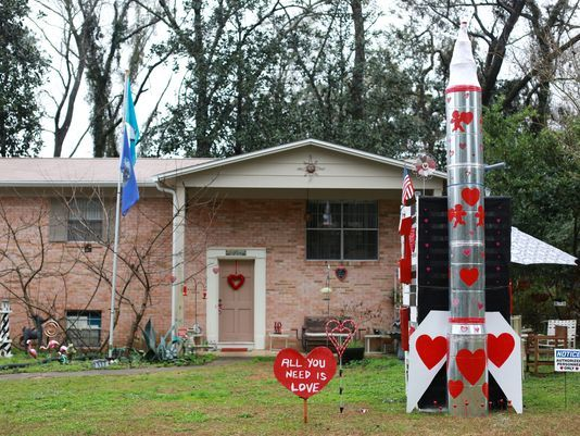 http://www.tallahassee.com/story/news/2018/02/12/tallahassee-man-builds-intercontinental-ballistic-love-missile-valentines-day/329837002/