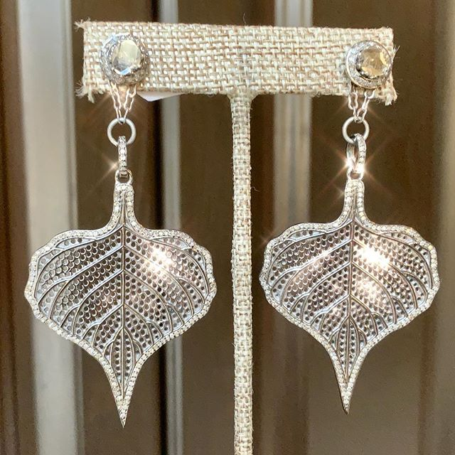 TRUNK SHOW with Suzy T Design Jewelry on Nov. 23 & 24 has got us feeling all sparkly! #Discounts #Raffle and more! Contact us for more information!