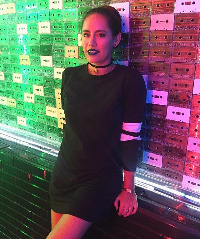 • v by v • . 📷 @coronadovic . . . . . #vulldog #ags #blackoutfit #girl #igirl #night #profile #blackdress #picoftheday #moon #girl #matte #fashion #style #bluelips #mac #maccosmetics