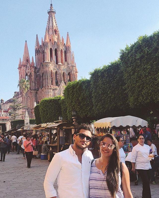 De tour con este guapo! 💙 // . . . #travel #couplegoals #travelblogger #mypassport #mexico #sanmigueldeallende #lovetravel #traveler #dancerlife #coupleinlove #coupletravel #vivirviajando