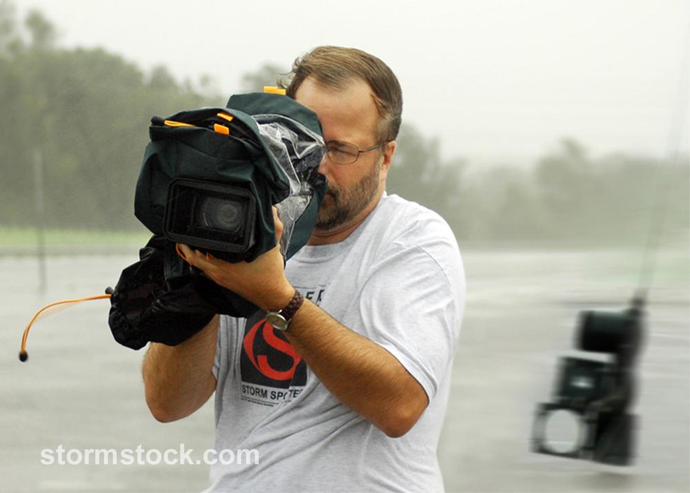 Martin_Lisius_filming_Hurricane_Katrina_StormStockWM2.png