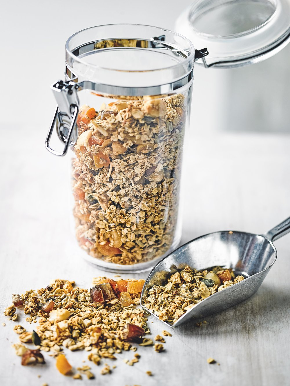 20171206_Waitrose Weekend_RT_PW_SR958_WK388_Martha Bakes_Prep_Honey & Sesame Granola_00058.jpg