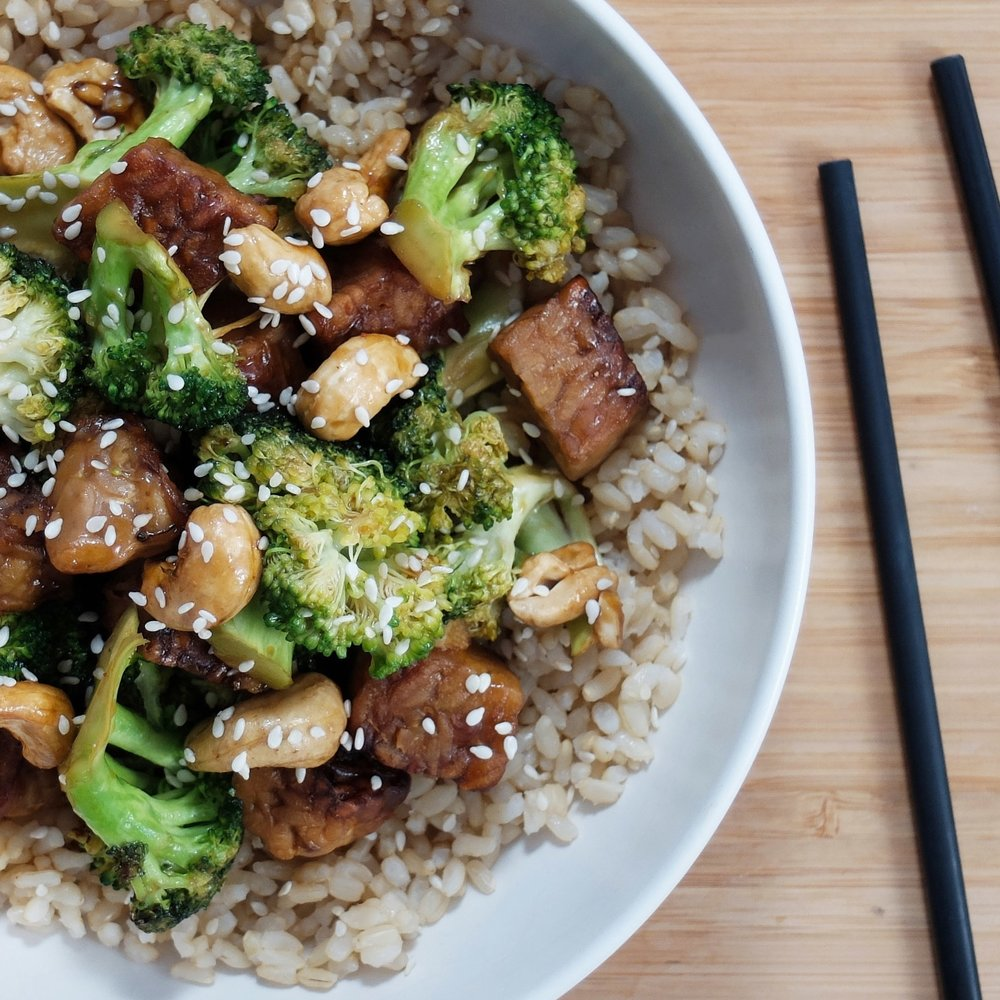 'Beef' & Broccoli Bowl - Sweet & savoury stir-fry