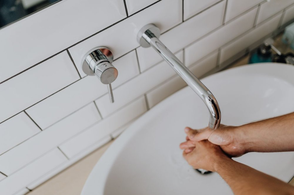 kaboompics_Washing-of-hands-under-running-water-compressor.jpg