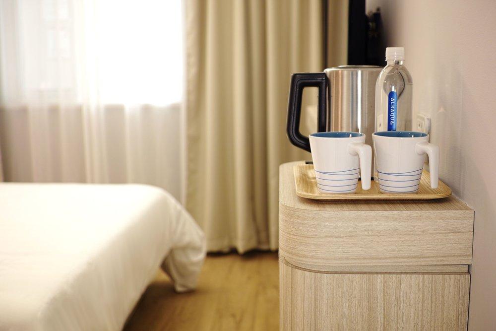 apartment-bed-bedroom-271672-compressor.jpg