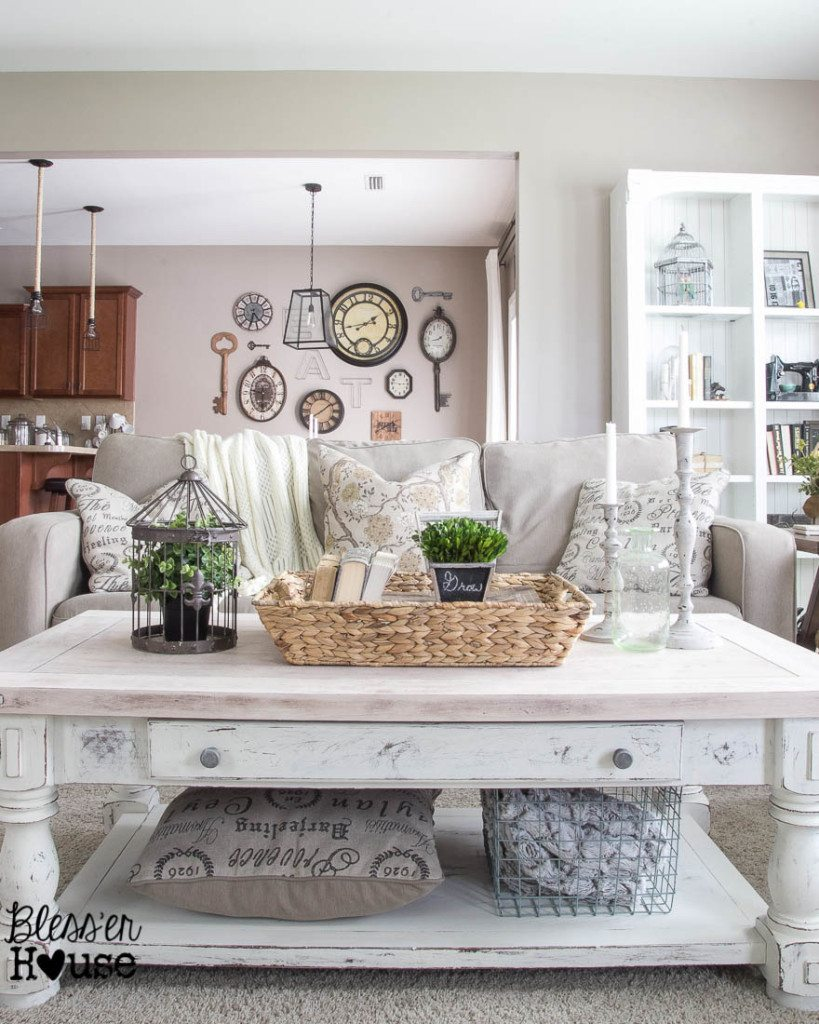 Chippy-White-Lime-Finished-Coffee-Table-Makeover-1-of-9-819x1024.jpg