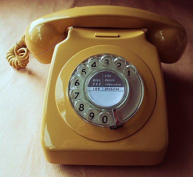 652px-746_telephone_in_topaz_yellow-compressor.jpg