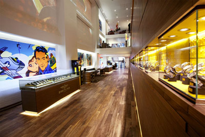 THE VIEW OF THE NEW BOUTIQUE FROM THE FRONT DOOR © BREITLING