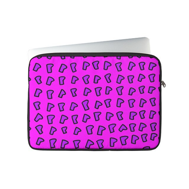 """All Over P Print"" (purple and pink). Laptop sleeve case based on graphic illustration. Click link in bio for more info. #graphicillustration #artinthestreets #alloverprint #popart"