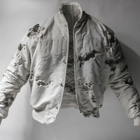 We fucks w Daniel Arsham. #bulls #chicago #chicagobulls #starterjacket #arsham #danielarsham #artifact #art #contemporaryart #nyc #style #corsa #clothing