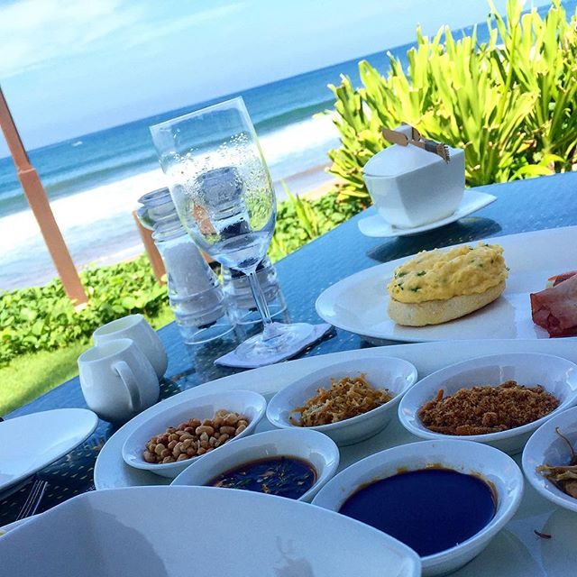 When in #bali, eat #breakfast on the #beach! 🍳☕️ Congrats to our beautiful board member @shaifai and her husband @abcole22! Enjoy the🌛 :: :: :: :: #burburayim #congee #quaileggs #foodwithaview #honeymoon #travel #balifoodies