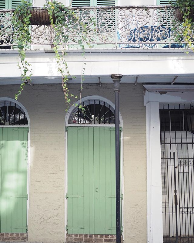My heart has been so happy to be in New Orleans this week, where I feel like the architecture just GETS me ✨#housegoalz
