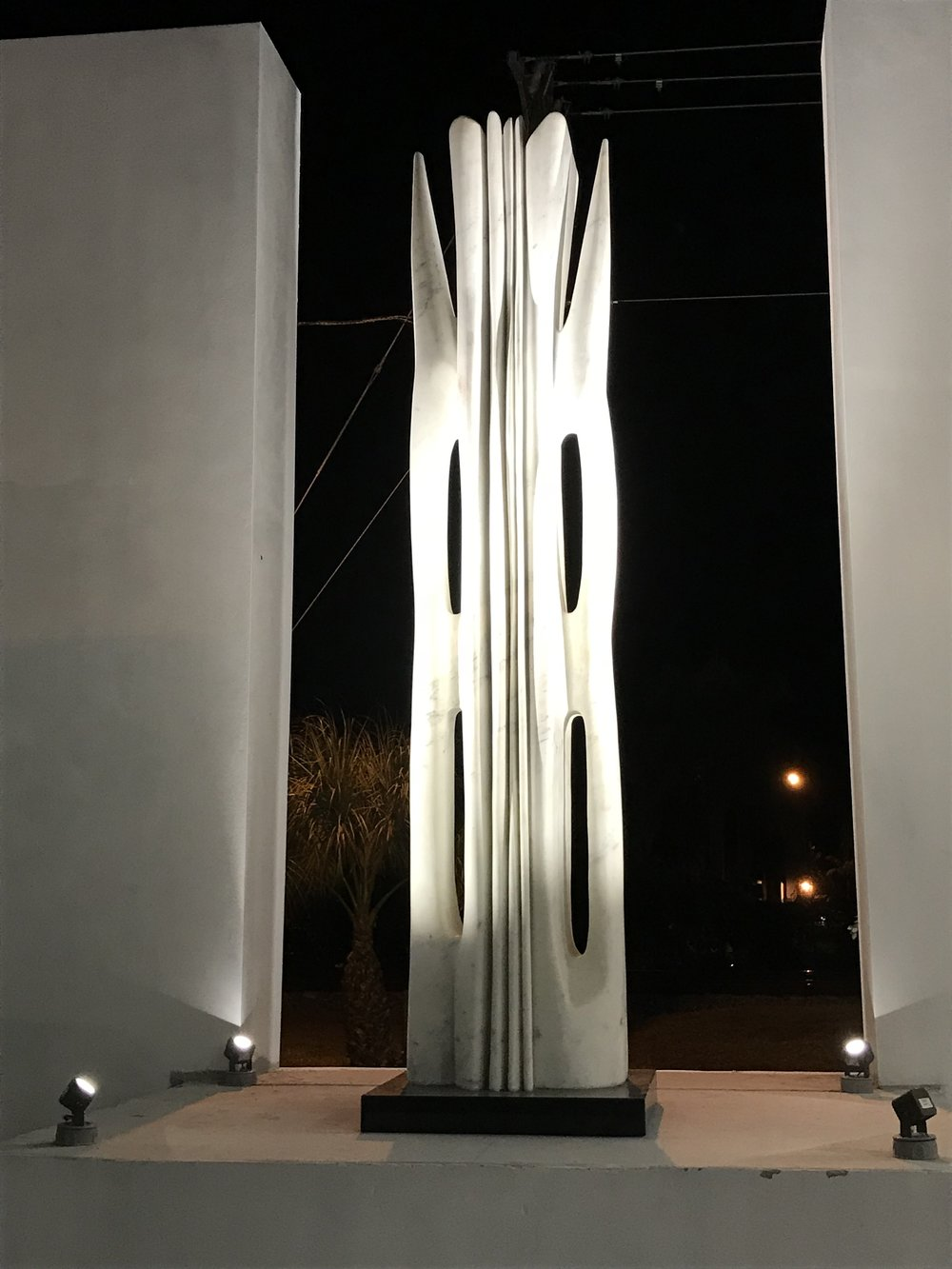 Atchugarry Art Center in North Miami. Outdoor sculpture illuminated by Targetti's new DART Medium spot light.