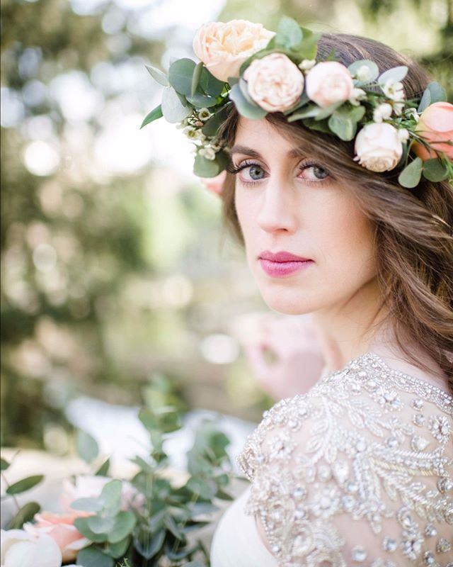 Let's talk about the perfect balance of flora and glam in this photo captured by @emilymillayphotography. Hair by @hdelzani * * * * * #hairposts #bride #bridalhair #modernsalon #weddinghair #latherlovesweddings #hairbyhaleyd #hairbrained #handpainted #balyage #masterofbraids #rockyriverstylist #haircolor #hairstyle  #hairsquad #hairofinstagram #thepowerofgoodhair  #hairdressersthatslay #hairoftheday #localgirlgangcle #styledshoot