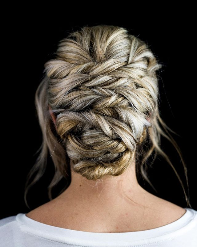 Where does it start and where does it end? We love this magical hair labyrinth ✨ Hair by @hdelzani * * * * * #hairposts #bride #bridalhair #modernsalon #weddinghair #braids #latherlovesweddings #hairbyhaleyd #bioionicla #hairbrained #handpainted #balyage #cle #masterofbraids #rockyriverstylist #haircolor #hairstyle #hairsquad #hairofinstagram #thepowerofgoodhair #cleveland #hairdressersthatslay #hairoftheday #localgirlgangcle