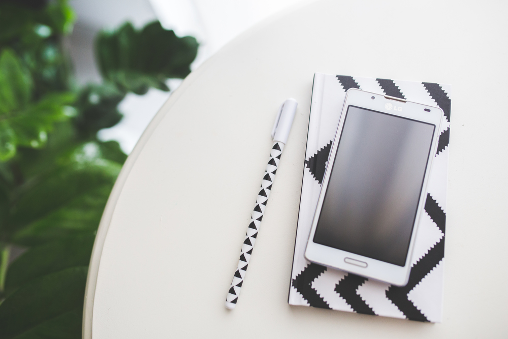 smartphone-notebook-pen-notes.jpg