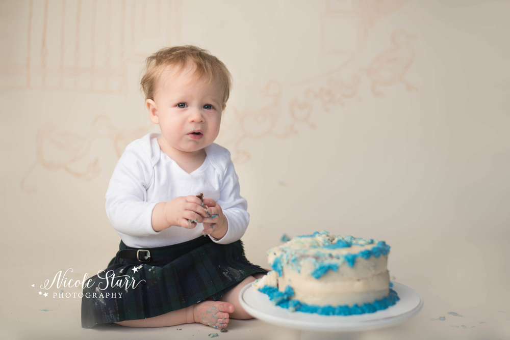 make way for ducklings first birthday cake smash photo session.jpg