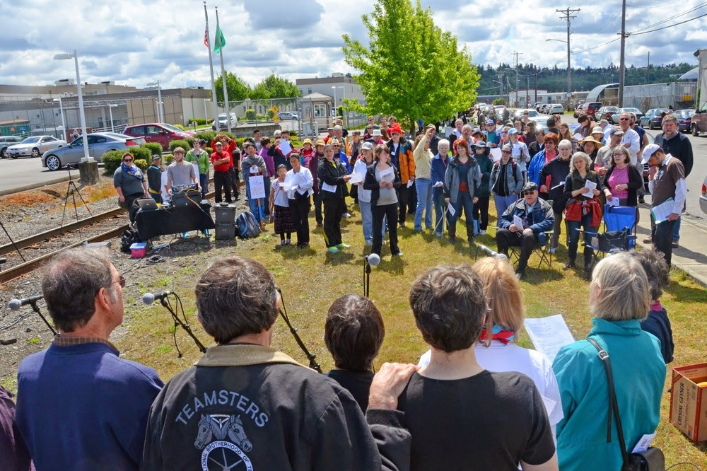 IMIrJ volunteers and partner organizations from Oregon and Washington at a vigil at the Tacoma Detention Center.