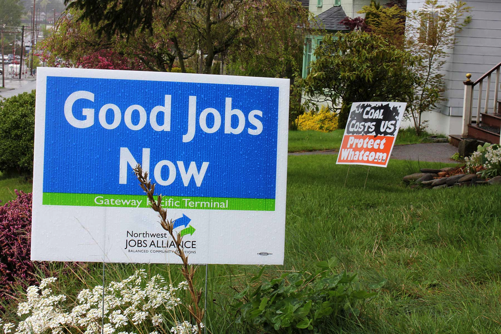 Neighboring anti-coal and pro-coal yard signs (Credit: Evan Marczynski)