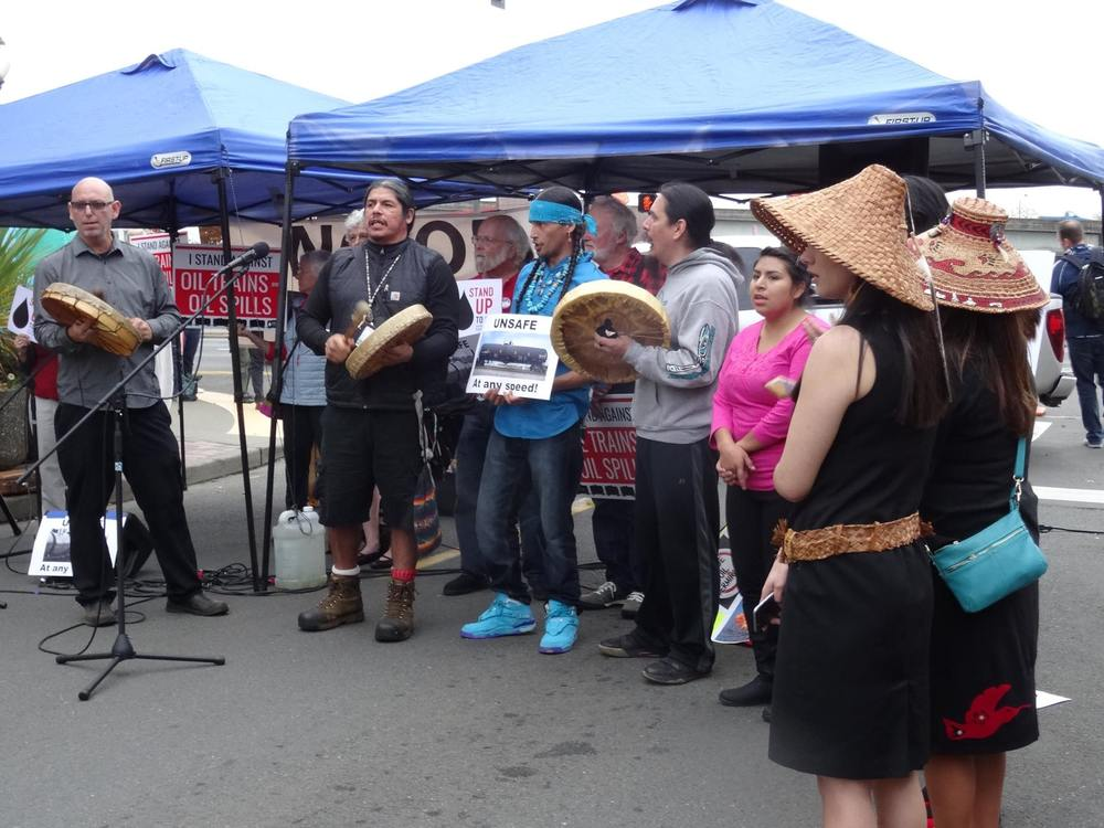 Quinault Indian Nation members with the Citizens for a Clean Harbor, at a 2015 Aberdeen public hearing about proposed Grays Harbor oil terminals on the Washington coast (Credit: Zoltán Grossman).