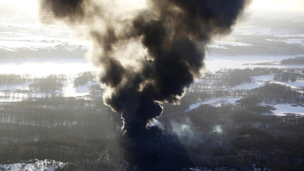 Smoke rises from the scene of a train derailment Thursday, March 5, 2015, near Galena, Ill. (Credit:  Mike Burley/Telegraph Herald )