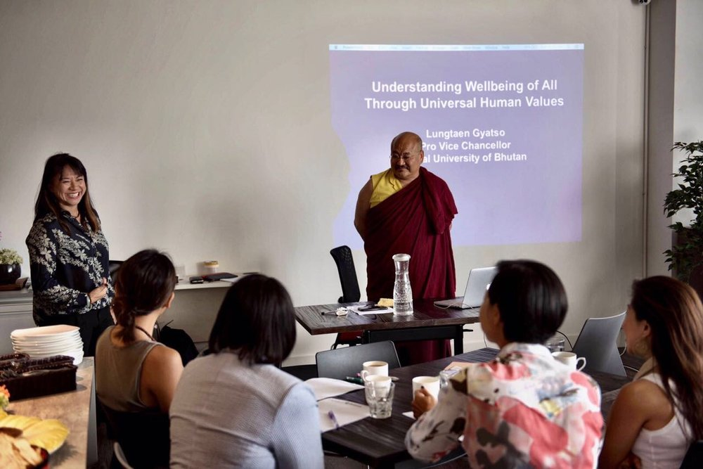 May 2017, Hong Kong. Khenpo Lungtaen Gyatso presented a private presentation to a select Hong Kong community.