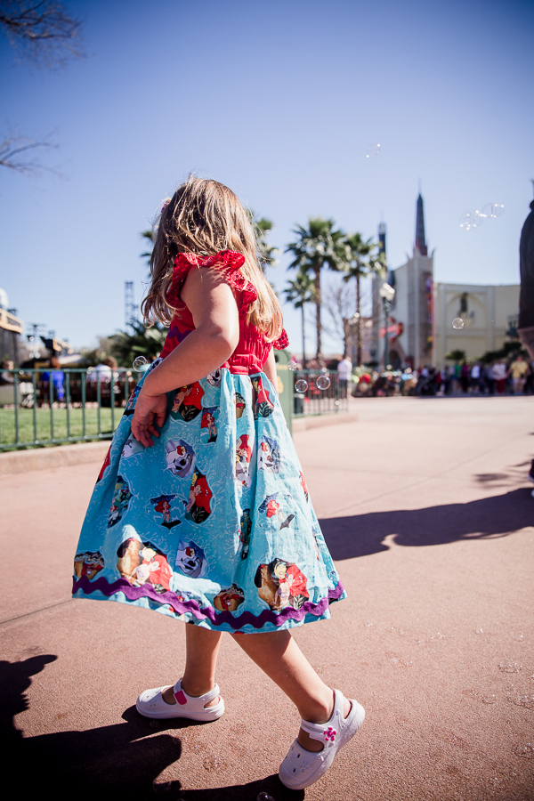 girl with bubbles at hollywood studios