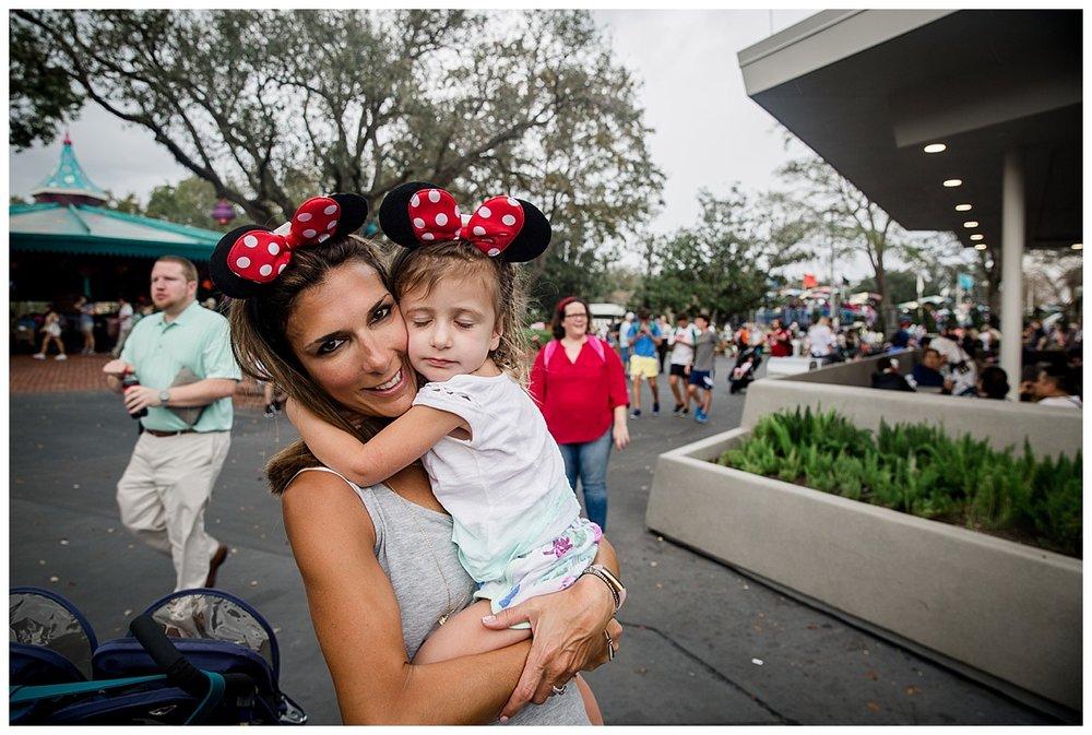 Disney world storytelling family photographer