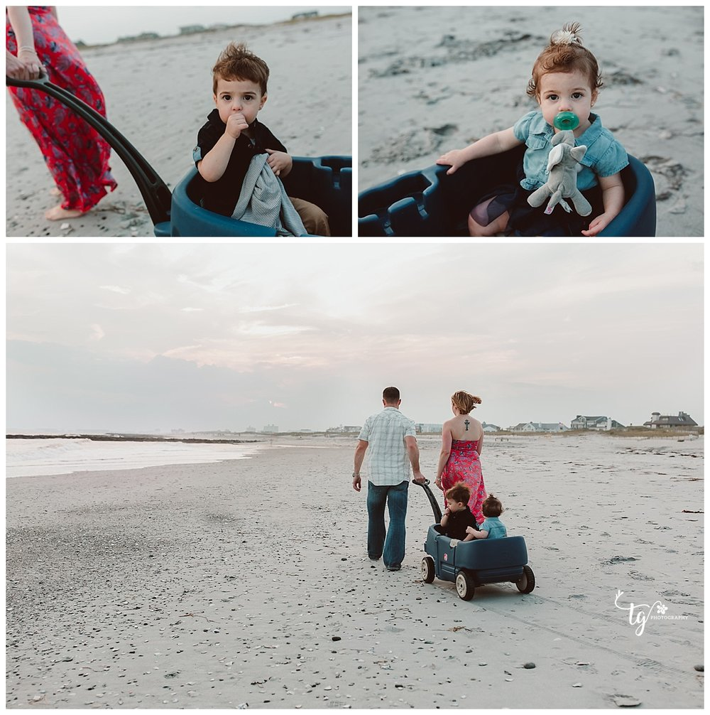 storytelling family beach photos