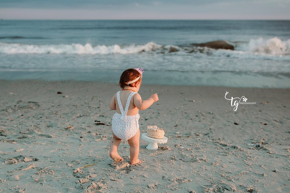 children's photographer for storytelling birthday photos