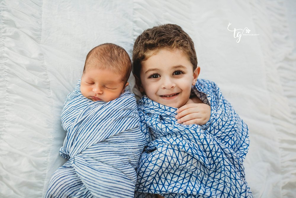 photographer for natural family newborn photos