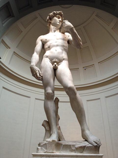 Einem Straftäter soll der Richter 300 Dollar dafür geboten haben, dass dieser - wie die David-Statue von Michelangelo - für ihn nackt posierte.