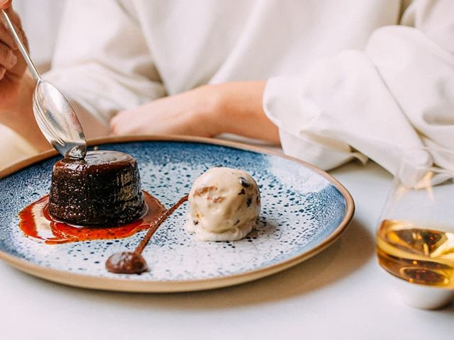 A George x Midleton twist on the classic Sticky Toffee Pudding - Midleton Whiskey Soaked Dates, Clotted Cream & Whiskey Sauce served with a pairing of Midleton Whiskey. The perfect ending to our new Infusion Menu🥃