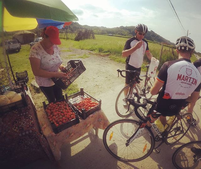 One of the perks of cycling in the Balkans. Freshly picked strawberries on the side of the road. Excellent source of energy just before the #Transfagarasan. Places are still available for next year on our Transfăgărășan Epic Tour. . . . . . #slovenia #croatia #romania #cycling #roadcycling #roadporn #martinadventures #balkans #adventure #roadbike #bikestagram #cyclinglife #stravacycling #instacycling #rideyourbike #ilovemybike #cyclists #lovecycling #instacycle #cyclinglove #instabicycle #cyclistlife