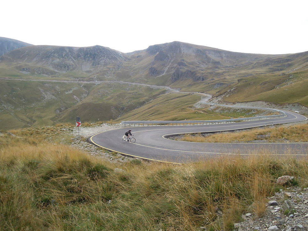 Cycling towards the highest point on the Transalpina, the Urdele Pass (2.145 m). Copyright Martin Cycling Adventures