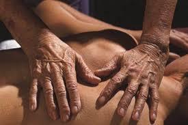 Marion Rosens händer i behandling