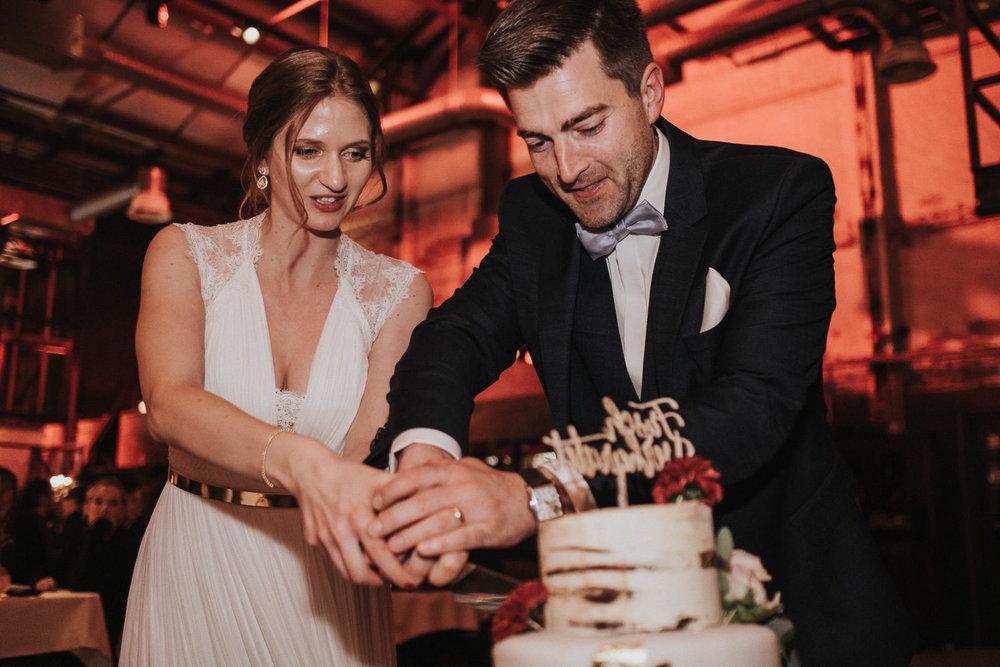 Hochzeit_Düsseldorf_Seifenfabrik_DrThompsons-0132.jpg