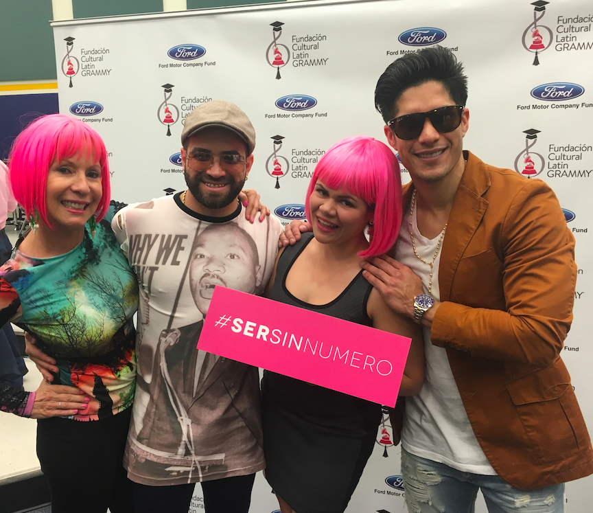 Lynn Ponder and one of her Pink Girls with Venezuelan duo Chino & Nacho supporting #SerSinNumero #BeNumberless movement